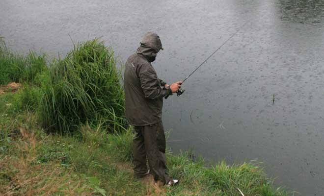 Дождь на рыбалке