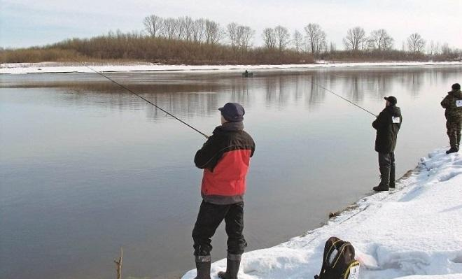 Зимняя рыбалка на спиннинг с берега